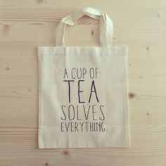 TOTE BAG A cup of tea solves everything