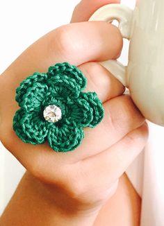 Un preferito personale dal mio negozio Etsy https://www.etsy.com/it/listing/252628504/ring-crochet-ring-green-bottle-flower