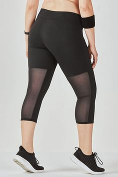 Perfect your form in our sweat-fighting capri with back vents for extra breathability, UPF sun protection and all-way stretch fabric. Mesh Workout Leggings, Mesh Yoga Pants, Mesh Leggings, Running Leggings, Plus Size Leggings, Sports Leggings, Curvy Girl Outfits, Fashion Group, Complete Outfits