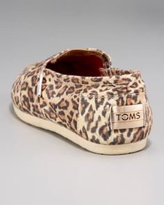 ok i have been trying not to go with the trend but leopard print and a good cause...i surrender
