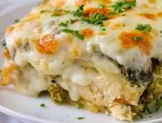 This creamy chicken lasagna is one of my favorite comfort foods ever. A classic lasagna recipe is reimagined with my favorite cheesy alfredo sauce, veggies, and chicken. Easy Lasagna Recipe With Ricotta, Classic Lasagna Recipe, Homemade Lasagna, Soup Recipes, Slow Cooker Recipes, Cooking Recipes, Healthy Recipes, Recipies, Dinner Recipes