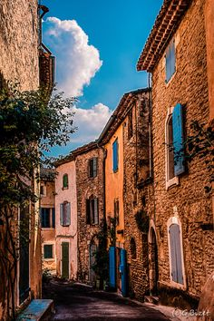 Old alley in Goult by Gilles BIZET on 500px