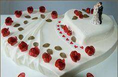Hochzeitstorte Herz – Wedding Cakes With Cupcakes Elegant Wedding Cakes, Beautiful Wedding Cakes, Wedding Cake Designs, Beautiful Cakes, Amazing Cakes, Wedding Ideas, Heart Shaped Wedding Cakes, Heart Shaped Cakes, Happy Anniversary Cakes