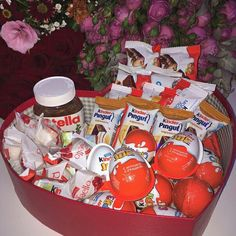 Find images and videos about food, chocolate and sweets on We Heart It - the app to get lost in what you love. Diy Birthday Gifts For Dad, Diy Gift For Bff, Diy Gift Box, Birthday Gift For Him, Birthday Gifts For Boyfriend, Nutella Gifts, Chocolate Gifts, Chocolate Food, Pyjama-party Essen