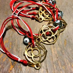 Traditional red & white strings to protect you from the early spring summer! Early Spring, Spring Summer, Hello March, Industrial Style, Casual Chic, Washer Necklace, Red And White, Traditional, Leather