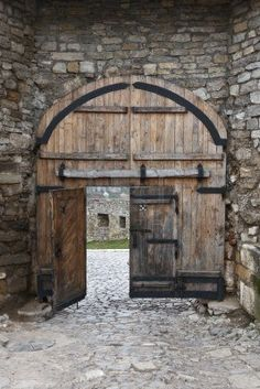 vieille porte et fenetre on pinterest old doors