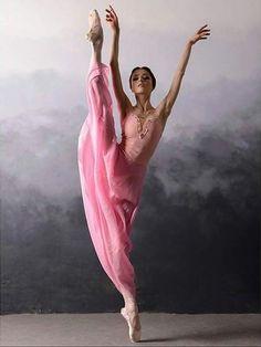 << Alena Grivnina (Bolshoi Ballet Academy) # Photo © Daria Chenikova>>