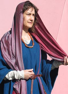 Great article on female garb from http://www.comitatus.net/gallerydresscivlady.html
