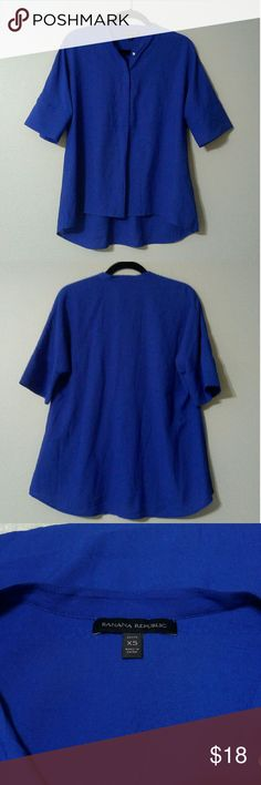 Banana Republic Blouse Pretty blue flowy high low blouse with buttons in the front, 3/4 length bat-sleeves in a size petite XS. 61% viscose and 39% polyester. Banana Republic Tops Blouses