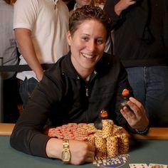 Vanessa Selbst se tornou a mulher mais premiada na história dos torneios de poker depois de sua vitória no evento High Roller (US$25.000). Sua vitória não lhe valeu apenas o prêmio de US$1.424.420, mas também colocou Vanessa no topo da lista da ganhadoras de premiação, com conquistas em torneios acima de US$7.000.000. Em menos de uma década, a jogadora nascida em Nova York passou da descoberta do poker ao sucesso nos maiores torneios do mundo.