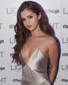 5 Times Selena Gomez Opened Up About Her Struggles With Mental Health selena gomez hair style makeup outfits fashion quotes feminism feminist mental health Related Vegan Celebs You May Not Know AboutWe Know. Selena Gomez Fashion, Style Selena Gomez, Selena Gomez Fotos, Selena Gomez Long Hair, Selena Gomez 2019, Selena Gomez Makeup, Selena Gomez Dress, Selena Gomez Photoshoot, Selena Gomez Outfits