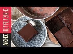 Chocolate cake with chocolate syrup and a velvety, smooth chocolate ganache glaze. A delicious recipe by Greek chef Akis Petretzikis that will amaze everyone! Chocolate Ganache Glaze, Chocolate Cake, White Chocolate, Greek Desserts, Greek Recipes, Sweet Pie, Sweet Bread, Chef Recipes, Sweets Recipes