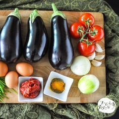 Mirza Ghasemi, a vegetarian (Northern Iranian) eggplant dish. Arabic Dessert, Arabic Food, Arabic Sweets, Eggplant Dishes, Eggplant Recipes, Iran Food, Iranian Cuisine, Indian Dessert Recipes, Lebanese Recipes
