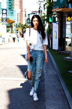 55 Stylish Ways To Wear A Plain White T,Shirt In 2017