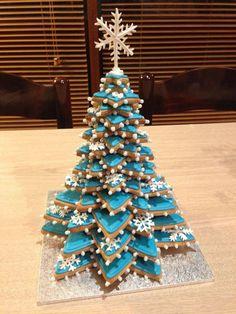 Homemade Food Chirstmas Tree Inspirations +Tips Christmas Chocolate Tree; Fruit Christmas Tree, Gingerbread Christmas Tree, Christmas Tree Cookies, Xmas Cookies, Christmas Sweets, Christmas Cooking, Noel Christmas, Christmas Goodies, Christmas Decorations