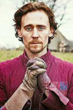"""Hiddleston as Henry V. """"How canst thou make me satisfaction?"""" WELL. ALLOW ME TO EXPLAIN YOU A THING."""