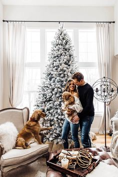31 Very Merry Christmas Photo Ideas for Couples - Today We Date Family Pictures Dog, Dog Christmas Pictures, Merry Christmas Photos, Photos With Dog, Christmas Couple, Very Merry Christmas, Christmas Ideas, Outdoor Christmas, Family Photos
