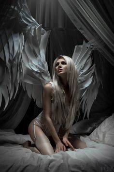 Chloe grace moretz: Always thought she was an angel Dark Fantasy Art, Fantasy Women, Fantasy Girl, Dark Art, Angels Among Us, Angels And Demons, Fallen Angels, Angels And Fairies, Angel Artwork