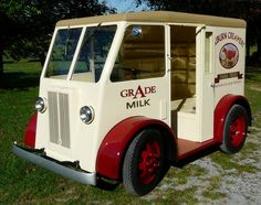 restored 1938 Walker Dynamotive 500 gas-electric hybrid delivery truck
