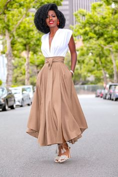 Waist belted midi skirt spring and summer outfit looks and ideas for women fashion Midi Rock Outfit, Midi Skirt Outfit, Dress Skirt, Waist Skirt, Ruffle Skirt, Long Skirt Outfits, Chic Outfits, Fashion Outfits, Long Skirt Style