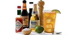• Dos golpes de Tabasco  • Dos golpes de Worcestershire  • 1 cucharadita de salsa de soja  • 1 chorrito de zumo de limón    • 4 giros pimienta negra fresca picada gruesa  • 1 botella de cerveza mexicana (Coronita, Modelo...)    Mojar el borde de un vaso de lados rectos y adherir sal gruesa.   Llenar el vaso hasta la mitad con cubitos de hielo.  Añadir sobre el hielo todos los ingredientes excepto la cerveza y adornar con una rodaja de limón.   Servir la cerveza al lado con una varilla para…