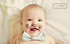 Ako ste već isprobali predloge iz članka Ideje za fotografisanje beba stiže još inspiracije. Bebe brzo rastu. Zabeležite njihov miran san, pospani pogled i prve poduhvate. Iskoristite trenutke koje provodite sa njom za pravljenje albuma koji će