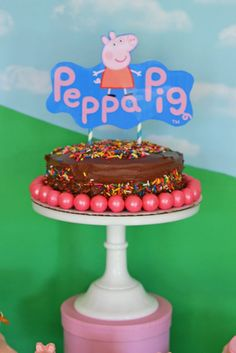Let Brittany Schwaigert of GreyGrey designs show you how to throw a perfectly pink Peppa Pig Party for your little one, with supplies from BirthdayExpress! Bolo Da Peppa Pig, Cumple Peppa Pig, Pig Birthday, Birthday Parties, George Pig, Pig Party, Party Time, Sweet Treats, Party Ideas