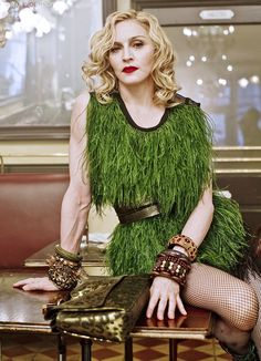 Madonna by Steven Meisel for Louis Vuitton / simple emerald ostrich dress is all you need Madonna Music, Lady Madonna, Madonna 80s, Guinness, Divas Pop, Madonna Fashion, Madonna Pictures, Damier, Hollywood Icons