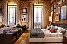 Perfeito demais - platform bed, brick wall