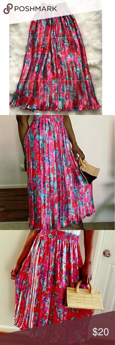 """Vintage Pleated Skirt Long pleated skirt ,size Large with waist gathered, Length 33.5""""..I am 5 7"""" and it fall right above my ankle. Vintage Skirts Midi"""
