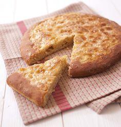 Chaque région possède sa recette de tarte au sucre : la galette bressane, spécialité de l'Ain en rhône-Alpes ressemble à la tarte au sucre du nord. Beurre et sucre ou crème et sucre, garnissez-la comme vous préférez ! Une recette découverte dans l'émission La Meilleure Boulangerie de France.