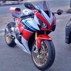 Juragan Moge Bekas Surabaya : Dijual CBR1000 RR Sp2014 - SURABAYA - LAPAK MOTOR BEKAS | MOTKAS