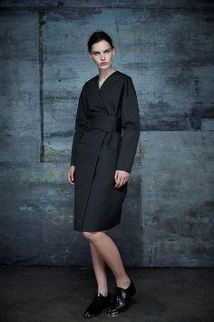 Ter et Bantine | Resort 2015 black wrap coat #minimalist #fashion #style