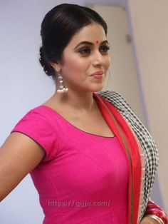 Actress Shamna Kasim hot Photos - Poorna Shamna Kasim hot Boobs Images in red Chudi