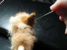 Make Needle Felted Animals - Bing Images I know that needle felting is easy.you stick wool a million times and an animal comes out. There is a technique to it though. If you look closely at your felting needles you will see that there ar… Wool Needle Felting, Needle Felting Tutorials, Needle Felted Animals, Wet Felting, Felted Wool, Felted Scarf, Felt Dogs, Felt Cat, Felt Hearts