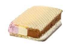 Immer am 2. August wird in den USA der Sandwich-Eis-Tag, der sogennate National Ice Cream Sandwich Day zu Ehren des Sandwich-Eis gefeiert.