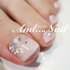 Nude-Rhinestone Toe Nail art