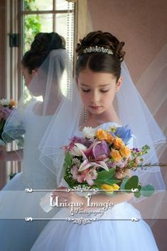 ++Isla likes the veil, crown and hairdo++ Unique Image Photography First Communion Portraits. First Communion Veils, First Communion Party, Holy Communion Dresses, First Holy Communion, Communion Cakes, Flower Girl Hairstyles, Wedding Hairstyles, Communion Hairstyles, Marie