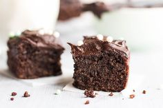 This chocolate quinoa cake is entirely sweetened by fruit, and is made with gluten free quinoa, cocoa powder and arrowroot.