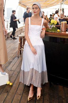 various skirt design concepts that can best show women's beauty - Page 32 of 43 - BEAUTIFUL LIFE Fashion 2020, Star Fashion, Fashion Show, Fashion Looks, Womens Fashion, Lela Rose, Cotton Dresses, Cute Dresses, Tennis Fashion