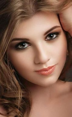 What a gorgeous woman! Those brown/ hazel eyes are astonishing. Lovely Eyes, Pretty Eyes, Beautiful Moon, Beautiful Flowers, Girl Face, Woman Face, Beauté Blonde, Hazel Eyes, Female Portrait