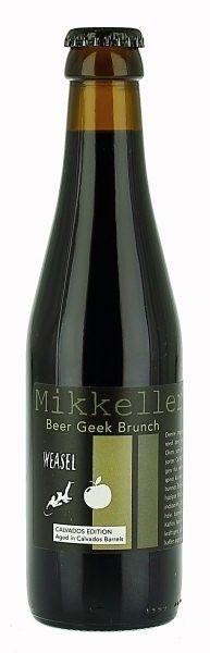Cerveja  Mikkeller Beer Geek Brunch Weasel (Calvados Edition) , estilo Russian Imperial Stout, produzida por Lervig Aktiebryggeri, Dinamarca. 10.9% ABV de álcool.