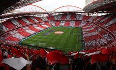 Estádio da Luz, denominado oficialmente Estádio do Sport Lisboa e Benfica, es un estadio de fútbol ubicado en Lisboa, Portugal. Es propiedad del club SL Benfica