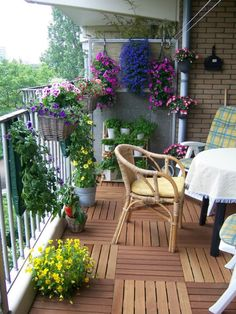 Small balcony_garden.