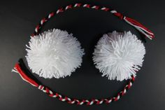 Pom Pom Poi - Poi are used in traditional dancing, by the Maori of New Zealand. There's a video that goes with the tutorial, as well as more info. Activities For Kids, Preschool Ideas, Craft Ideas, Maori People, Girl Scouts, New Day, New Zealand, Adventure Camp, Crafty