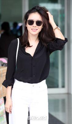 Korean Drama Movies, Korean Street Fashion, Korean Actresses, Korean Outfits, K Idols, Most Beautiful Women, Well Dressed, Girl Crushes, Minimalist Fashion