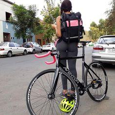 Bicycle Women, Bicycle Girl, Fixed Gear Bike, Bike Run, Bici Fixed, Bmx Cycles, Bike Messenger, Female Cyclist, Cycling Girls