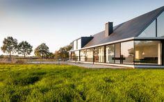 Hofman Dujardin Architects I Villa Geldrop | Hofman Dujardin Architects    Techo y vidrio para emular.