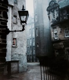 Need to go: Edinburgh, Scotland. Take me back to Edinburgh. So beautiful in Scotland Beautiful Places To Visit, Oh The Places You'll Go, Places To Travel, Beautiful Things, Old Town Edinburgh, Edinburgh Travel, London Travel, Visit Edinburgh, Edinburgh Castle