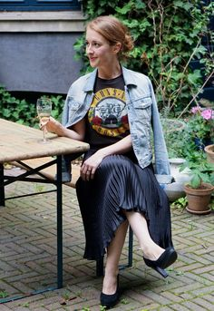 Vintage Guns'n'Roses t-shirt and vintage pleated skirt